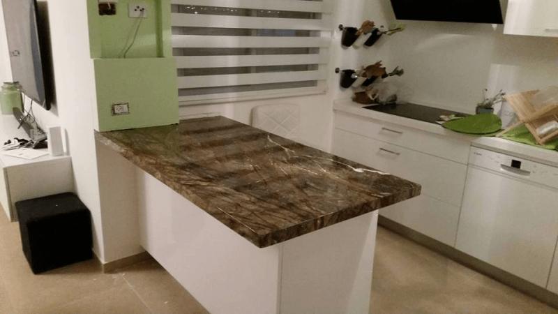 שיש למטבחים עם אבן קיסר לפינת אוכל